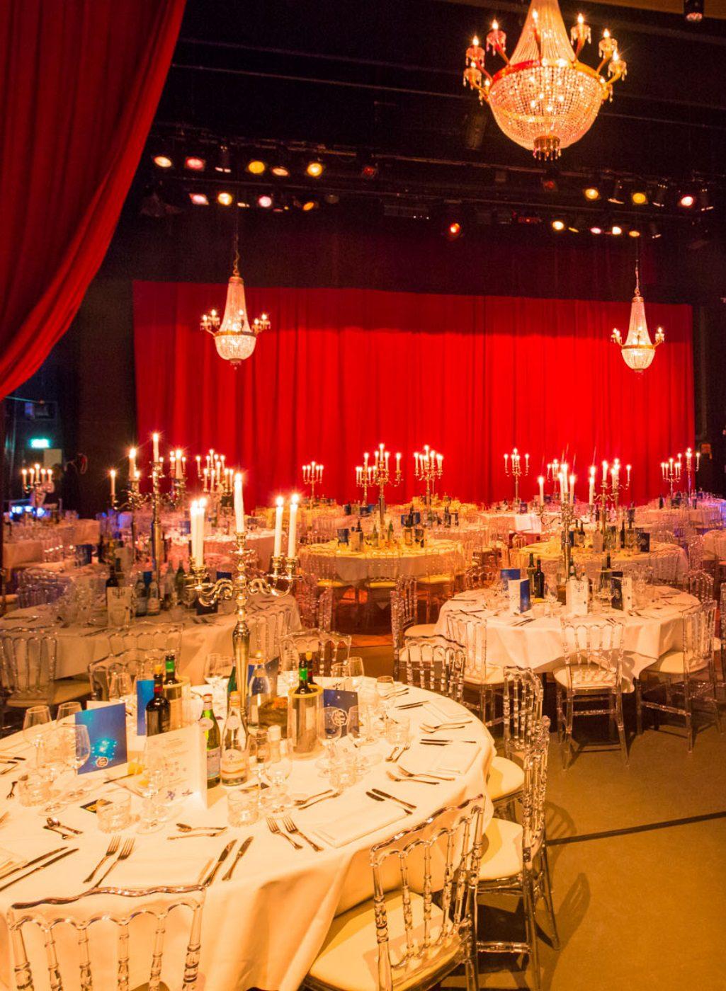 Diner op podium Theater Gooiland