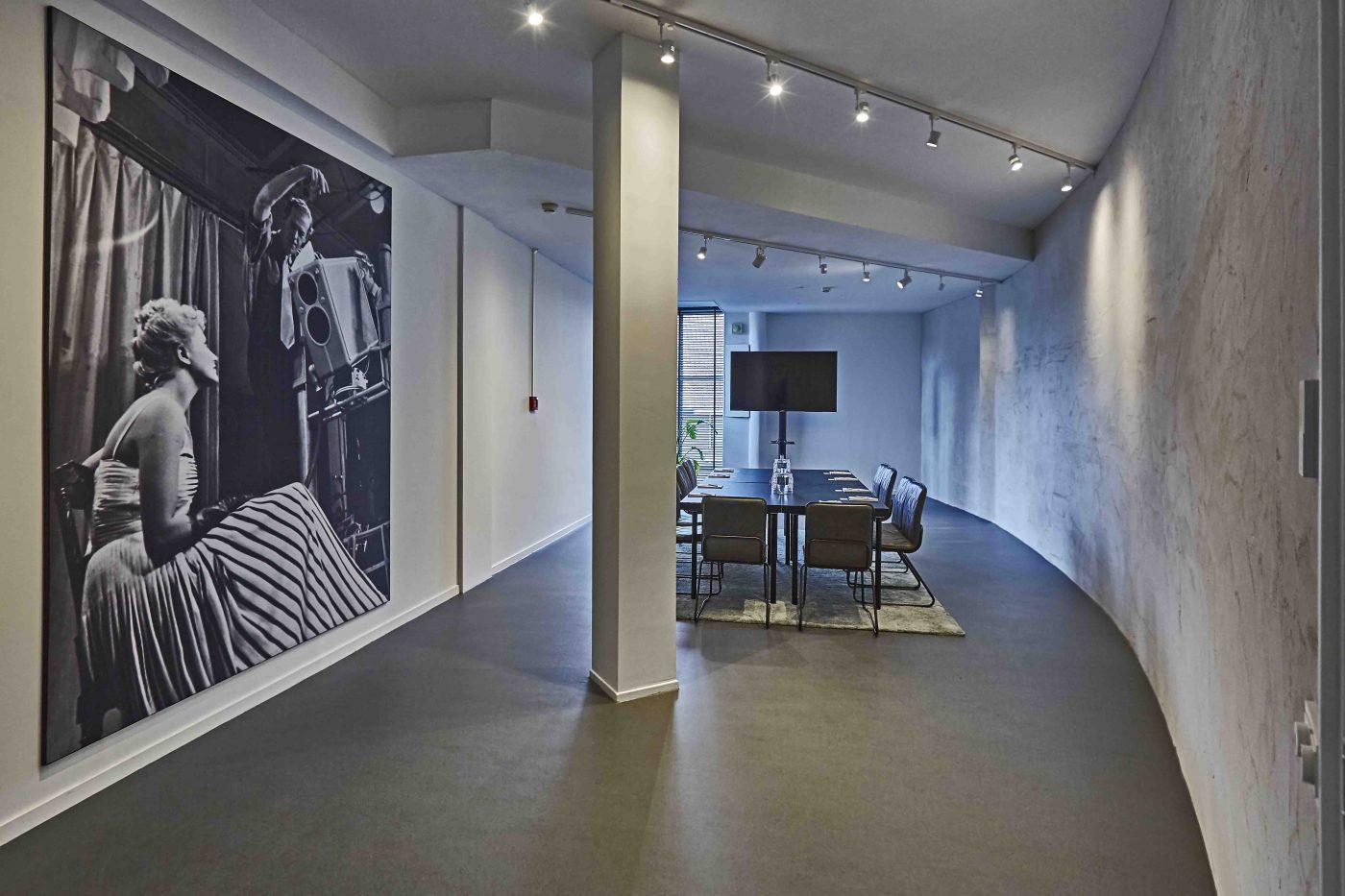 Erik de Vries Room in standaard opstelling bij Gooiland in Hilversum.