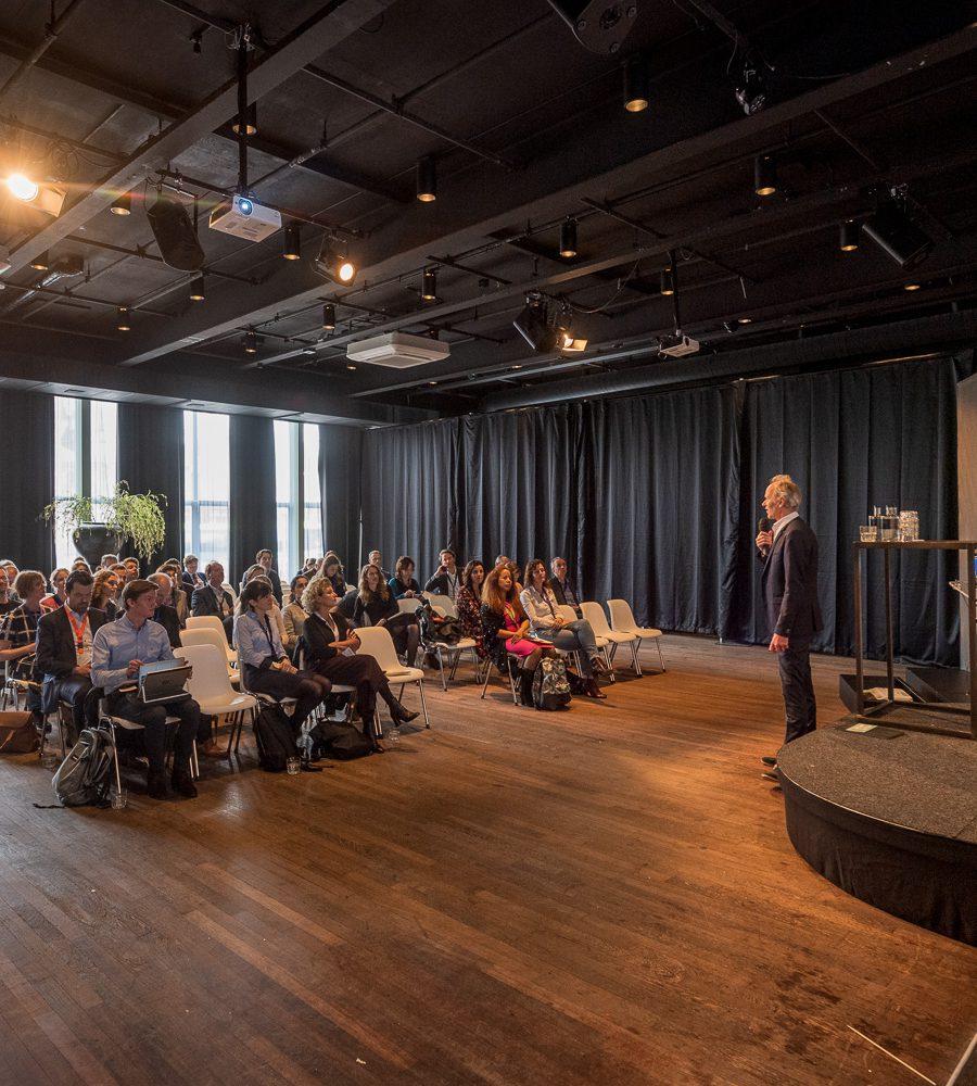 Congres met plenaire sessie in de Cineac Gooiland evenementenlocatie Hilversum