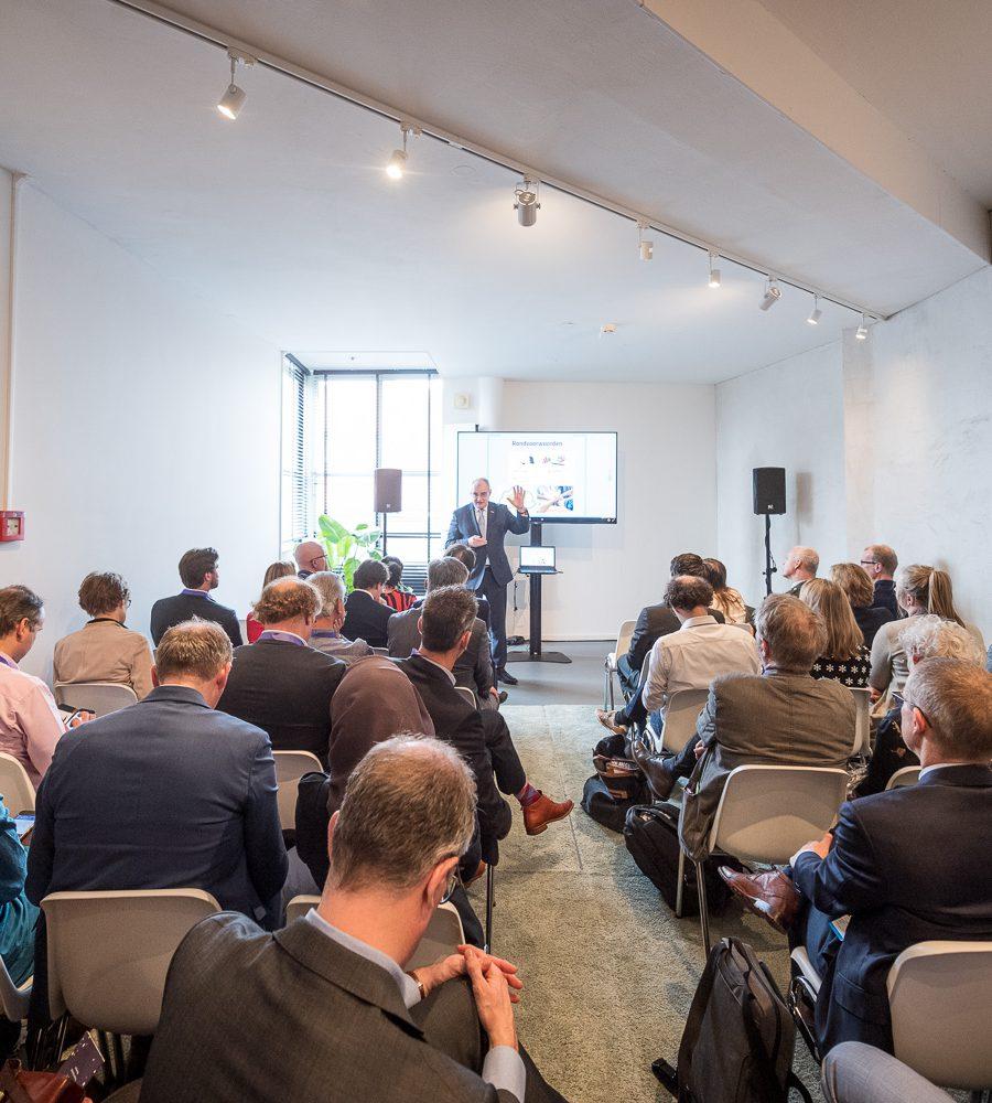 Erik de Vries Room tijdens een congres in Gooiland in Hilversum