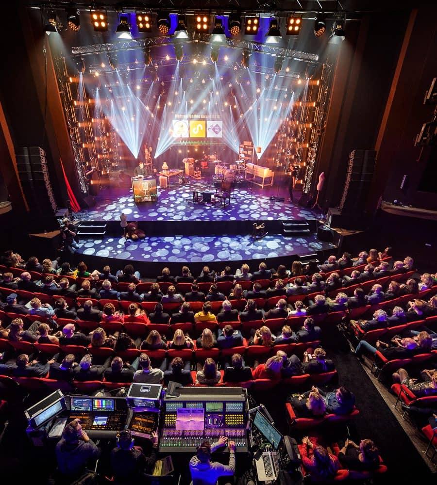 Lichtshow in het Theater van Gooiland