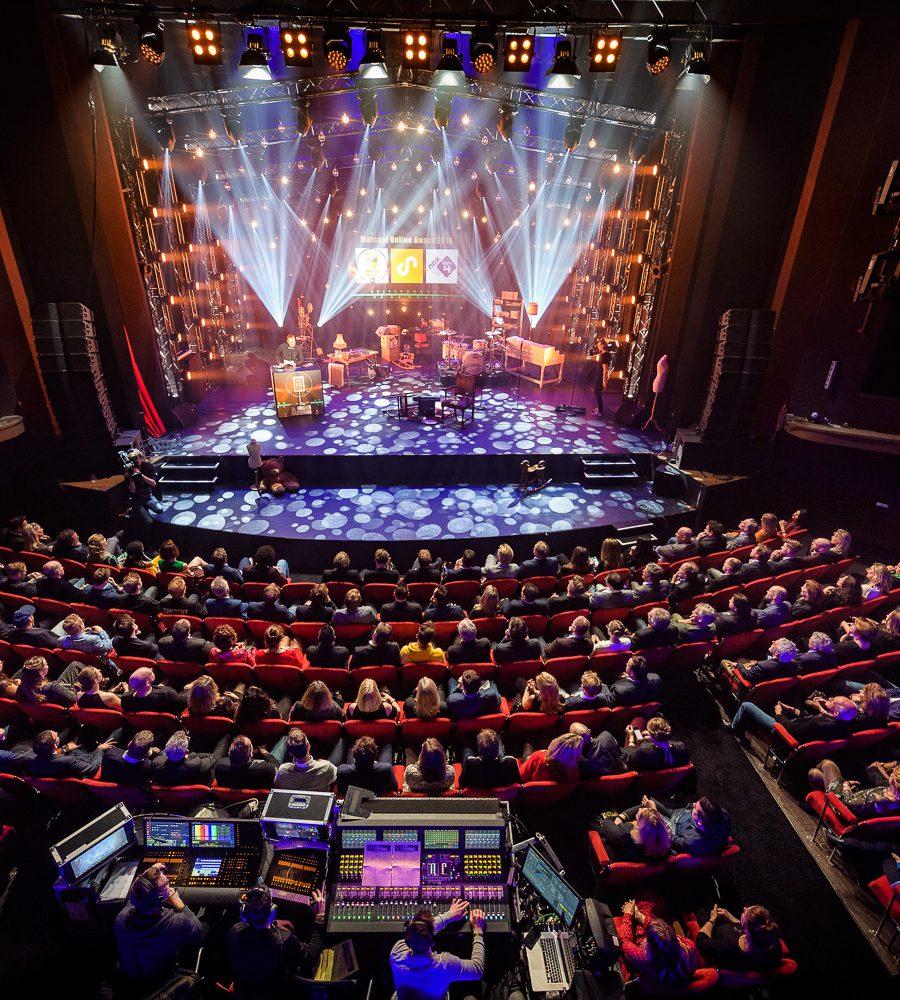 Lichtshow in het Theater van Gooiland.