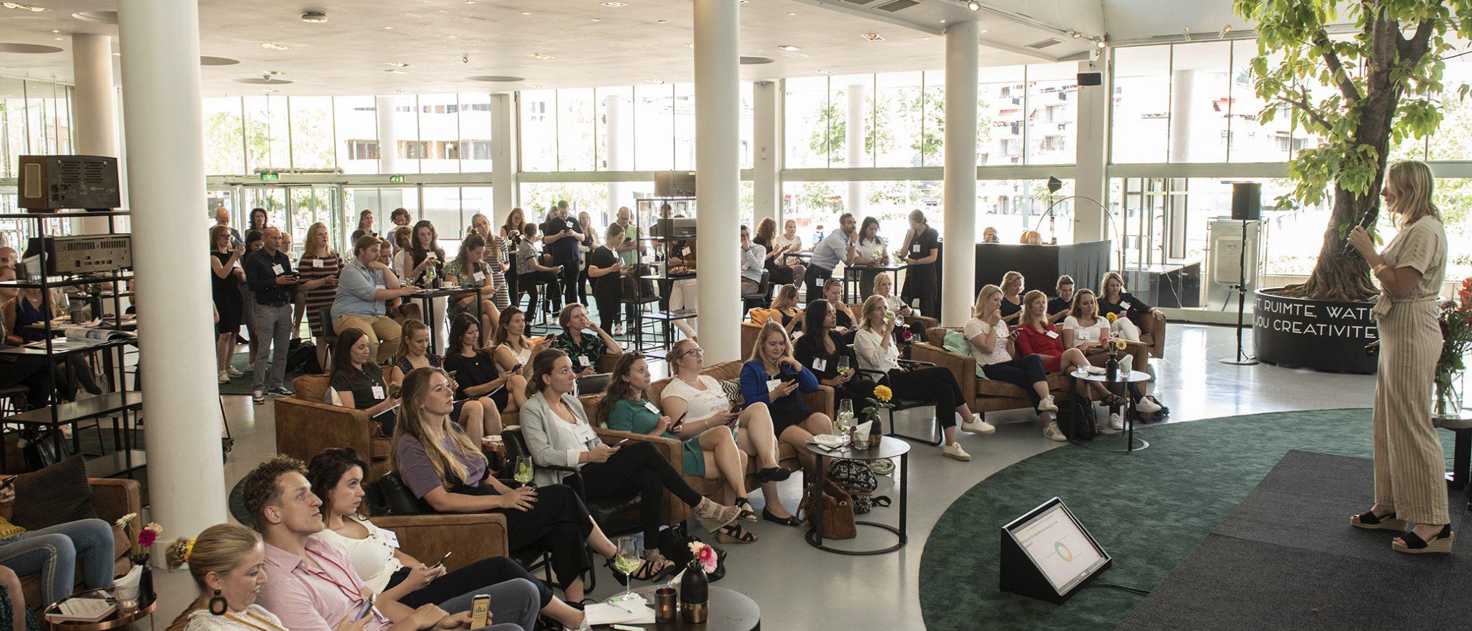 Netwerksessie in de Green Lounge van evenementenlocatie Gooiland