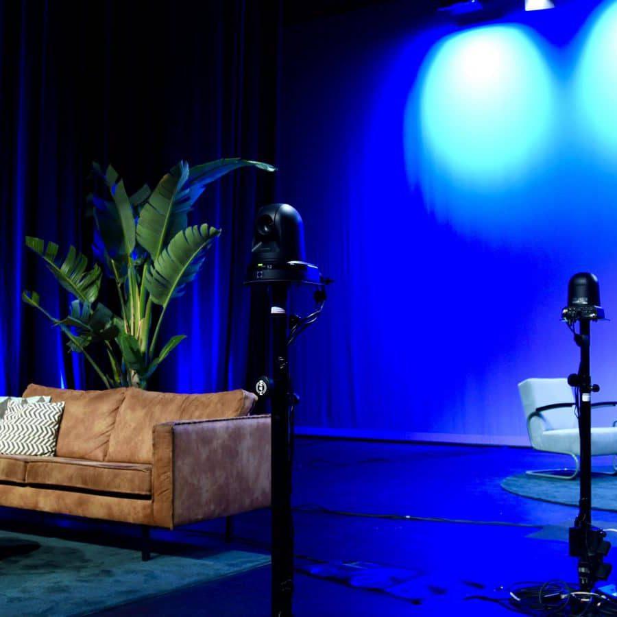 Podium opgezet als studio
