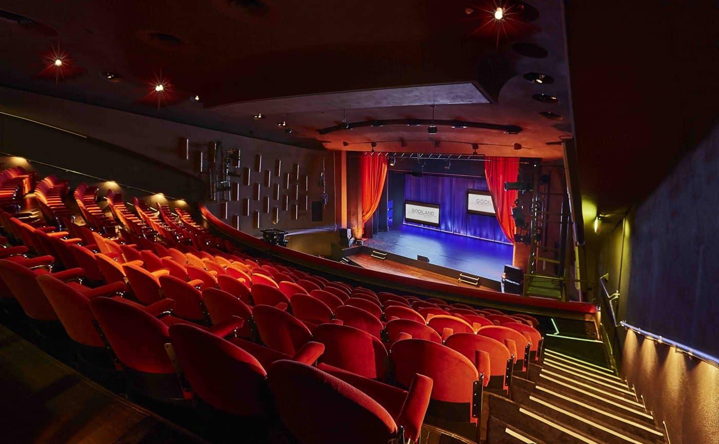 Theater zaal leeg vanaf balkon