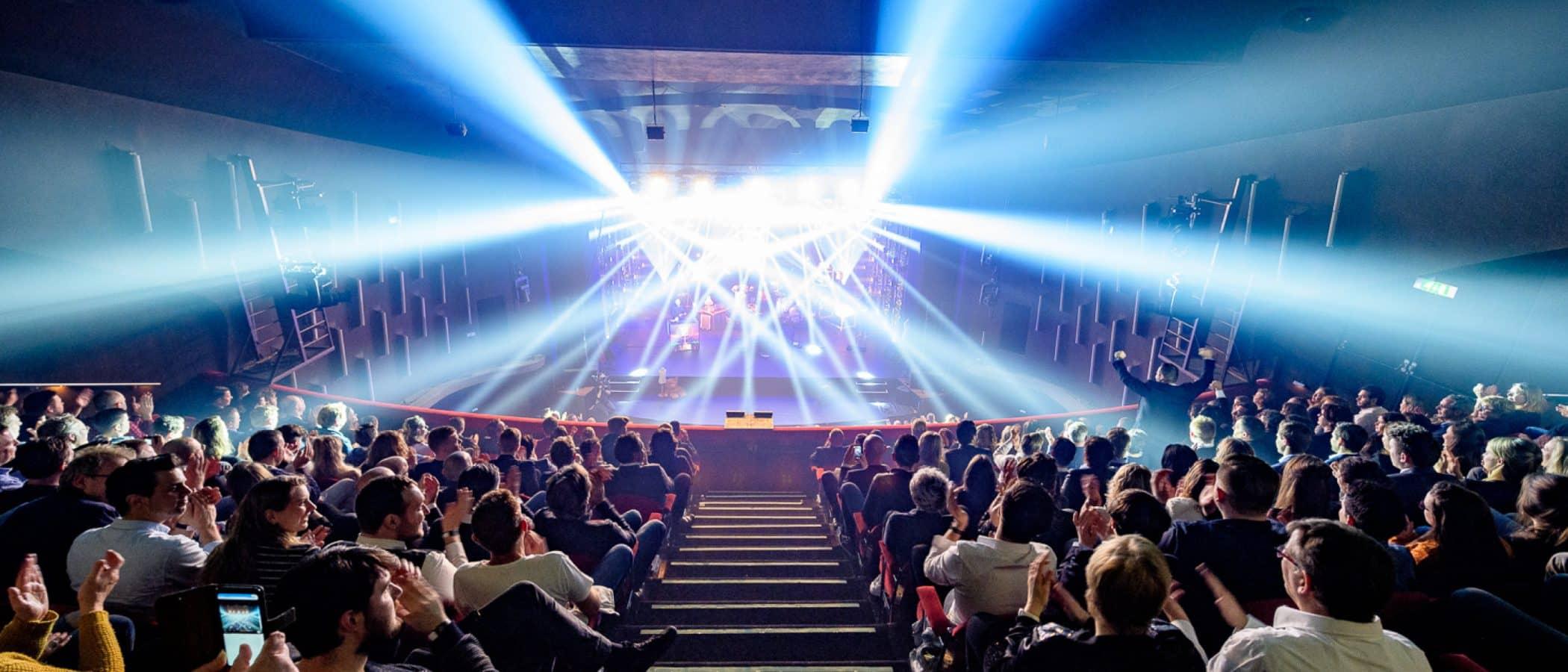 Gooiland Theater met lichtend